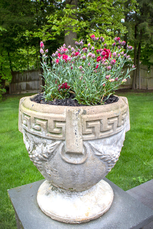 backyard-pots-timeless-gardens-ny