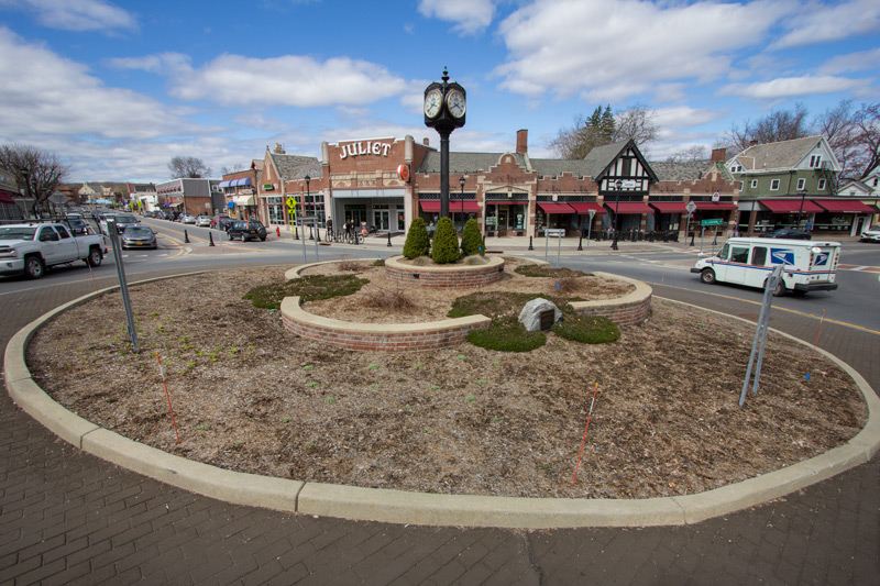 traffic-circle-before-timeless-gardens-ny